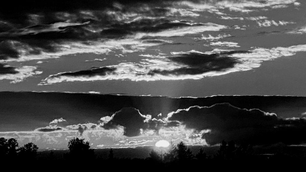chmury bw